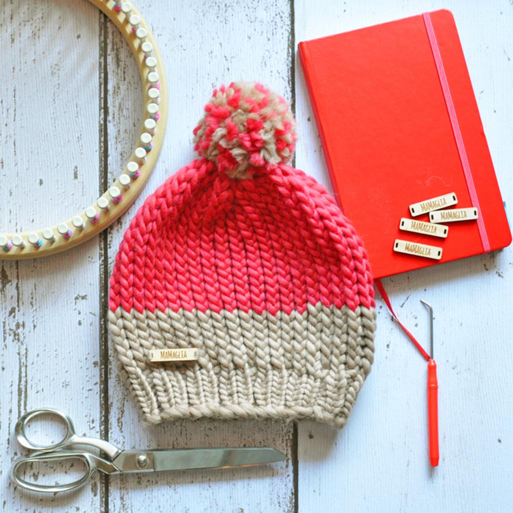 Cappello con pon pon - MaMaglia creazioni artigianali