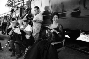Catherine Zeta Jones lavora a maglia sul set di Zorro