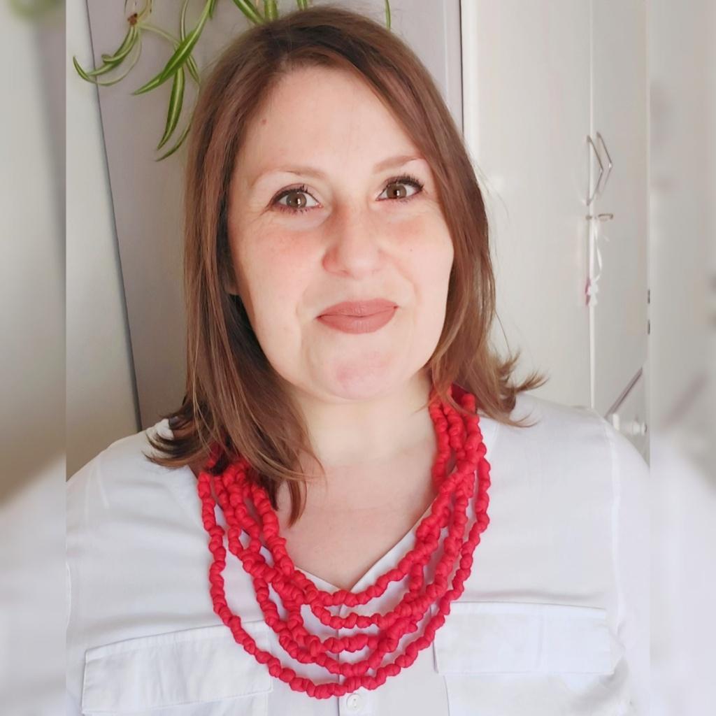 Come indossare collane di tessuto